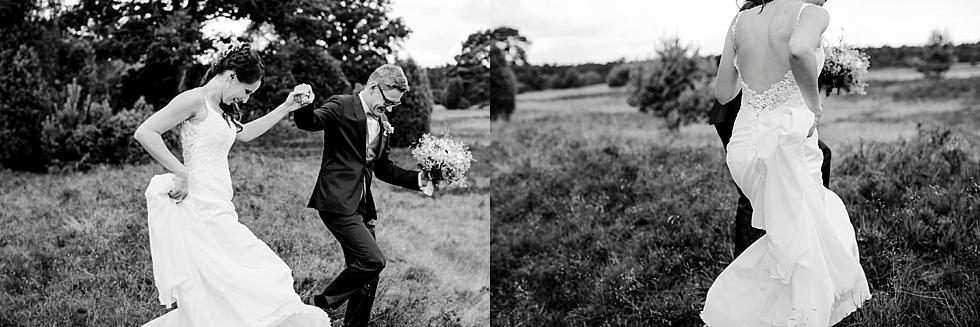 Brautpaarshooting in der Heide, Heiraten im Haverbeckhof Bispingen - Jana Richter fotografie-26.jpg