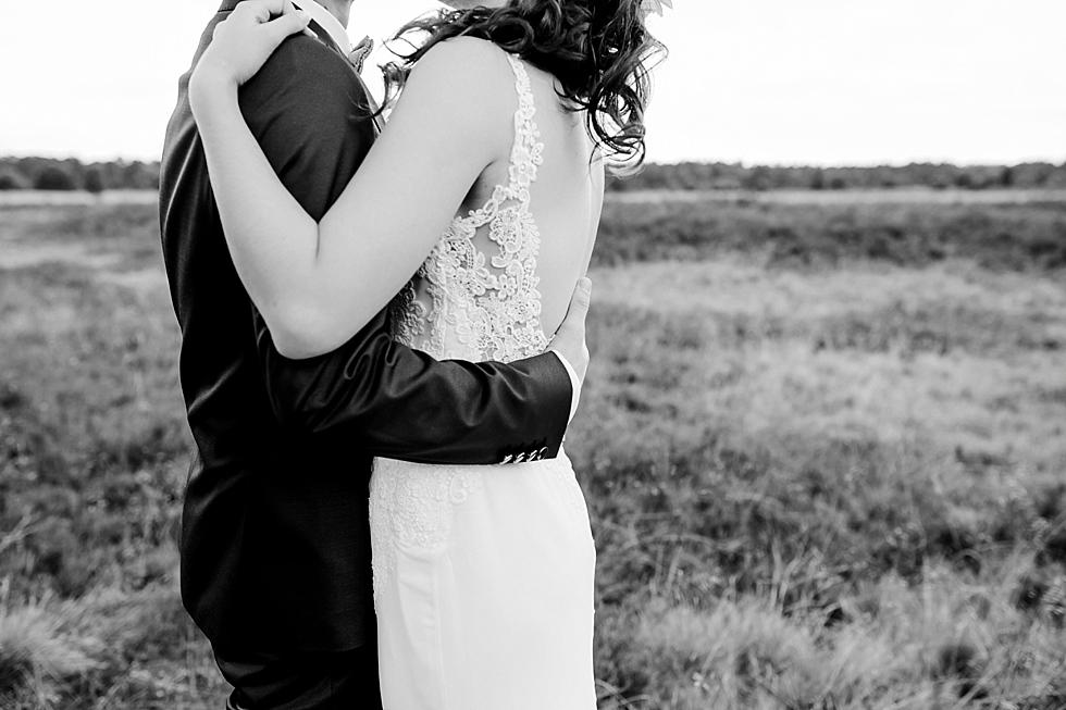 Brautpaarshooting in der Heide, Heiraten im Haverbeckhof Bispingen - Jana Richter fotografie-27.jpg