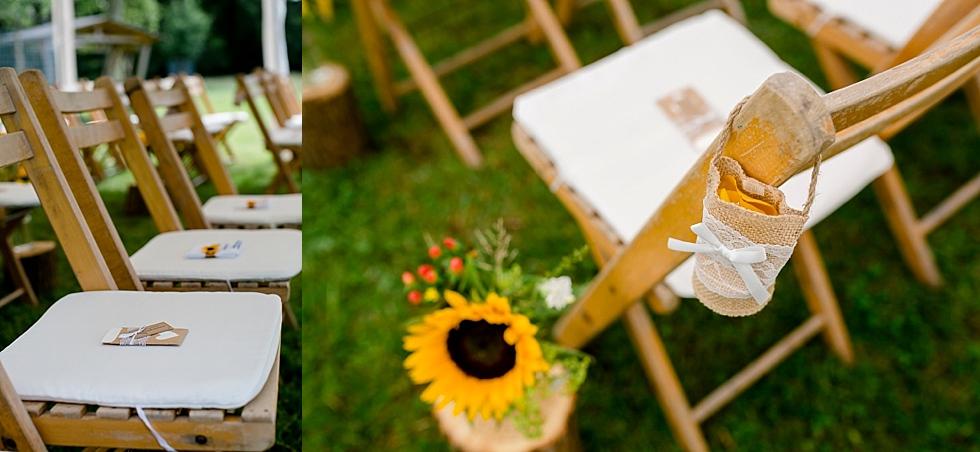 Sonnenblumendeko, Freie Trauung, Holzstühle, Heiraten im Haverbeckhof Bispingen - Jana Richter fotografie-31.jpg