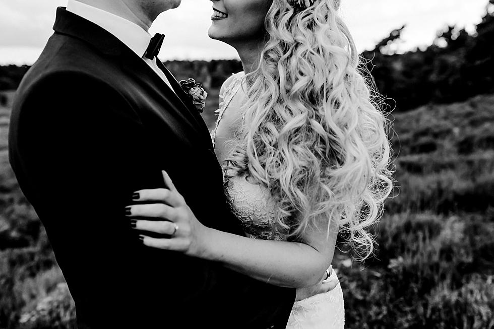 Brautpaar, Heide, Heidelandschaft, schöne Haare, Locken